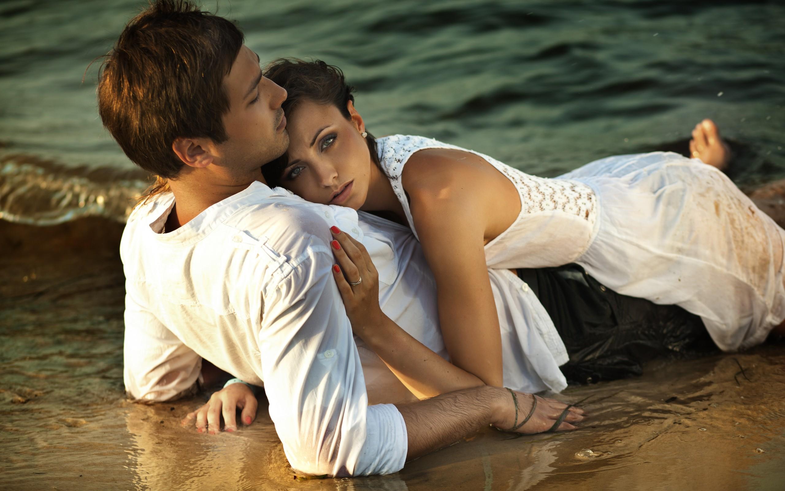 Фото девушки и парня на пляже 27 фотография